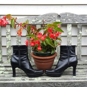 Nine West Black Leather Square Toe Heel Boots 8.5